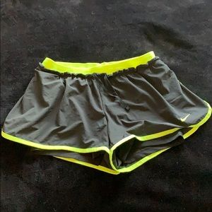 Black and yellow workout shorts by Nike! 🏋🏻♀️